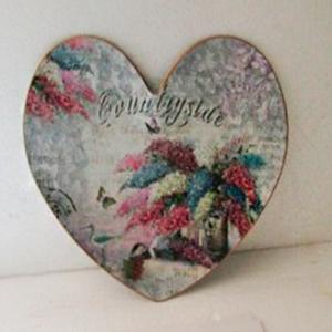 Plato diseño corazón estampado de flores de 35x33cm