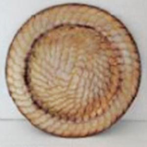 Plato de presentación terminado rustico con escamas en la orilla de 33cm