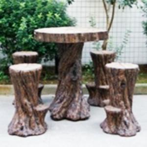 Mesa para bar con 4 bancos en forma de tronco de 103x96.5x109/55.5x50.5x74cm