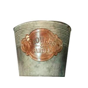Maceta de redonda gris cilíndrica con rallas