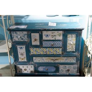 Cajonera azul estilo vintage de 10 cajones con estampado de flores de 94x40x93cm