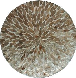 Plato de presentación de madera con incrustaciones de conchas beige de 38x3cm