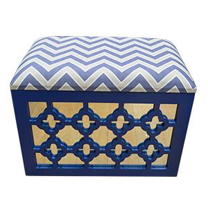 Baul de madera calado diseño rombos y espejos en azul de 46x30x35cm
