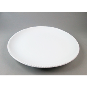 Plato de porcelana blanca c/perlas en la orilla de 18.3x18.3x3cm