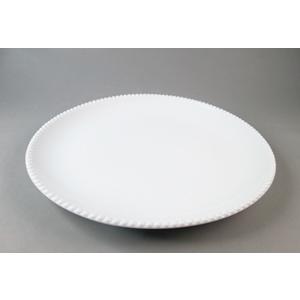 Plato de porcelana blanca c/perlas en la orilla de 23.5x23.5x3.5cm