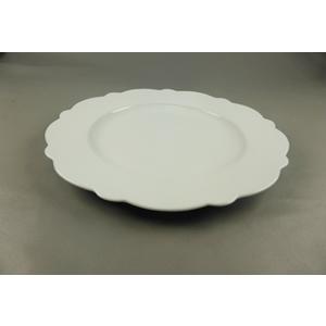 Plato de porcelana blanca c/orilla ondulada de 27.8x27.8x2.5cm