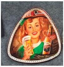 Porta calientes triangular diseño Mujer con bebida de 20x20cm