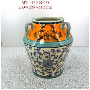 Vasija de porcelana grabado flores c/4 asas en tonos azules/beige de 29x29x33cm