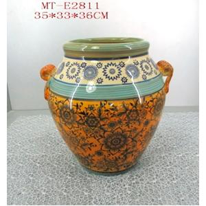 Vasija de porcelana grabado flores c/asas en tonos naranja con azul de 35x33x36cm