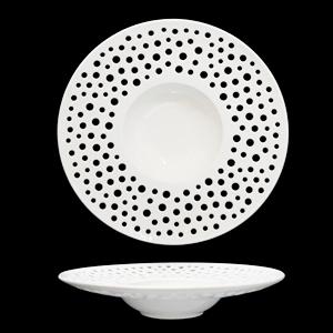 Plato de porcelana blanca con perforaciones de círculos de 25cm