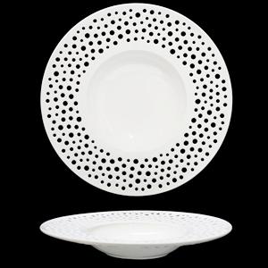 Plato de porcelana blanca con perforaciones de círculos de 30cm