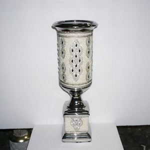 Florero diseño copa con incrustaciones de pedrería de 22x22x62cm