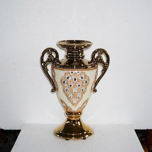 Florero diseño copa dorado con incrustaciones de pedrería de 27x14x38cm