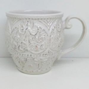 Taza de porcelana blanca con orilla diseño encaje