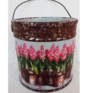 Maceta de cerámica diseño cubeta c/asa estampado de flores rosas de 15.8x15.8cm