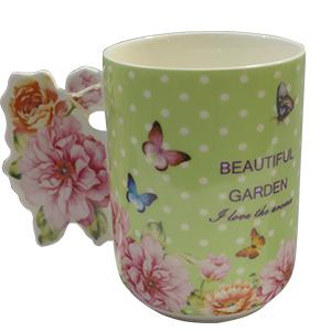 Taza de cerámica verde con estampado de flores y mariposas con asa diseño rosas