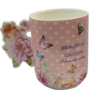 Taza de cerámica rosa con estampado de flores y mariposas con asa diseño rosas