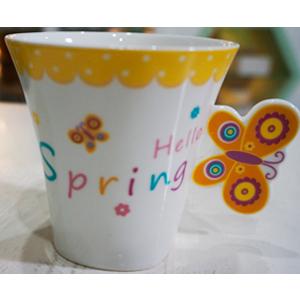 Taza para café Americano c/asa diseño mariposa en tonos amarillos