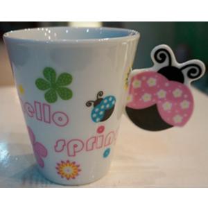 Taza para café Americano con asa diseño Catarina en tonos rosas