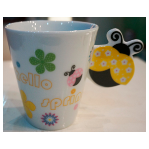 Taza para café Americano con asa diseño Catarina en tonos amarillos