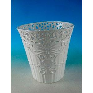 Maceta de porcelana blanca con grecas de 48x48x49cm
