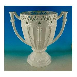 Florero de porcelana blanca grabada diseño Copa de 78x47.5x76cm