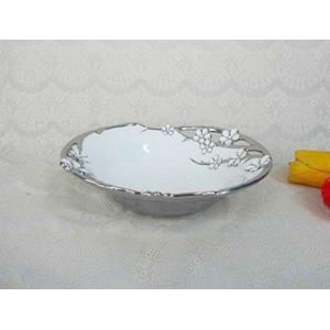 Bowl de porcelana blanca con filo y flores en color plata de 28.5cm