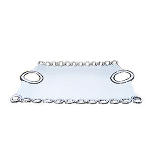Charola rectangular de porcelana blanca con orillas y asas diseño cadenas cromadas de 60m