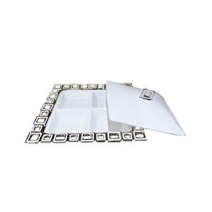 Base cuadrada con 4 divisiones de porcelana blanca y orilla diseño cadena cromada de 31cm