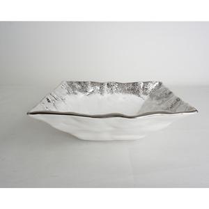 Tazon cuadrado de cerámica blanca con orilla plateada de 28.5x28.5x9.5cm