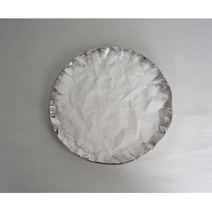 Plato redondo de cerámica blanco con orilla plateada de 22x22x2cm