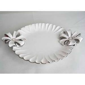 Plato de porcelana blanca con moño de 31x24x3.5cm