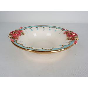 Tazon redondo de cerámica con orilla azul y rosas de 33x30x7cm