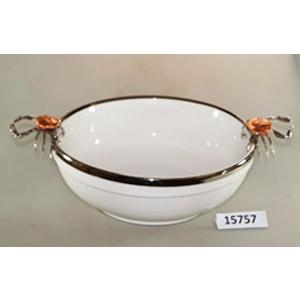 Bowl de porcelana blanca con orilla de metal y asas plateadas diseño cangrejo de 46x34x14cm