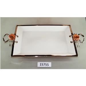 Charola rectangular de porcelana blanca con orilla de metal y asas plateadas de 54x28x6cm