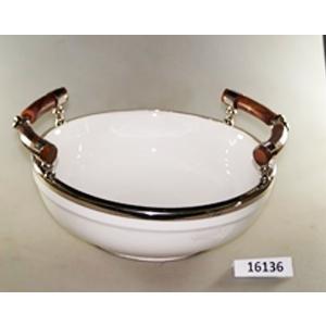 Bowl de porcelana blanca con orilla de metal plateada y asas de madera  de 40x34x18cm