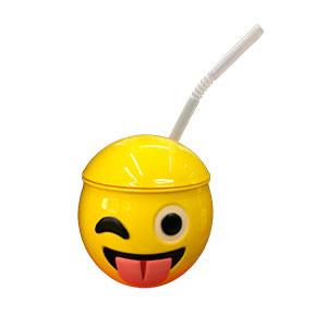 Taza de Emoji sacando la lengua con tapa y popote de 10x10x11cm