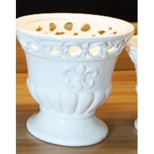 Maceta de porcelana blanca con grabado en la orilla de 15x15X14cm