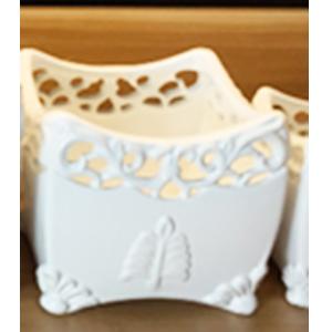 Maceta cuadrada de porcelana blanca con grabado de 14x14x12cm