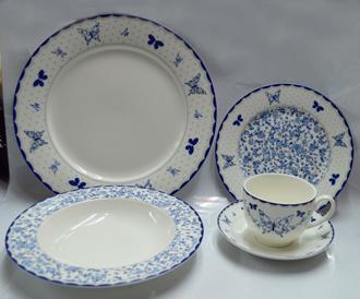 Vajilla de porcelana Bone China con estampado de mariposas en tomos azules con blanco de 20 piezas