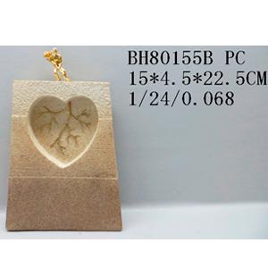 Decoración de hombre jalando arterias de corazón de 15x4x22.5cm