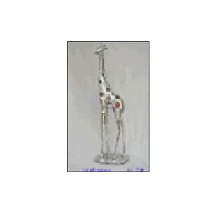 Jirafa de resina plateada con espejos de 29x17x53.5cm