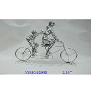 Escultura de madre e hijo en bicicleta con base plateada de 37.1x9.5x33cm