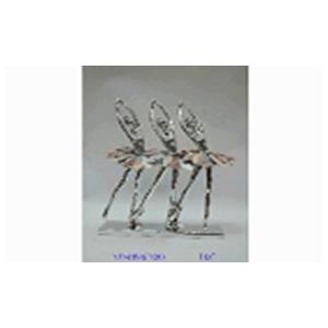 Trio de bailarinas con incrustaciones de concha en base de 26.1x8.5x5.5cm
