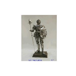 Guerrero con armadura y lanza en base de 43x12x11x28cm