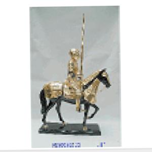 Caballero con armadura en Caballo de resina de 31x13x36cm