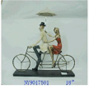 Pareja de personas montando en bicicleta de resina de 40x15x41cm