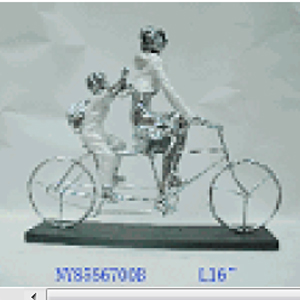Mujer con niño paseando en bicicleta de resina de 40x13x32cm