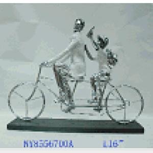 Hombre con niño paseando en bicicleta de resina de 40x13x32cm