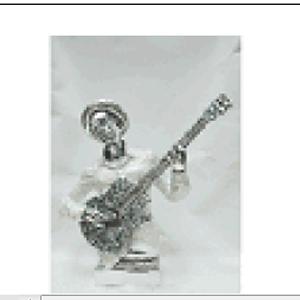 Hombre tocando la guitarra de resina de 35x15x37cm